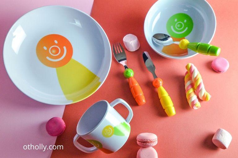 toddler development eating utensils