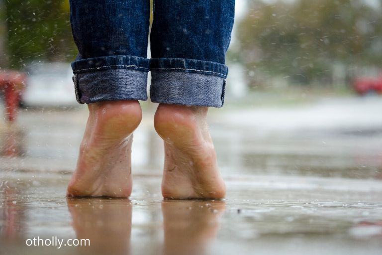 person toe walking could be a sign of a sensory issue